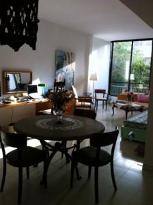 מבט מהמטבח לסלון 2